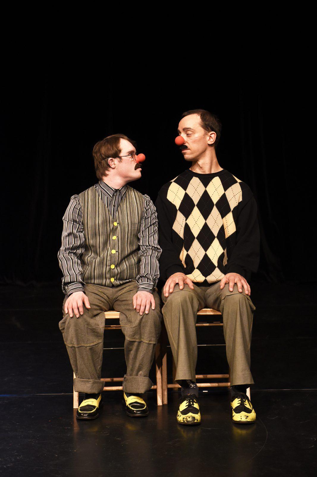 zwei Clowns sitzend