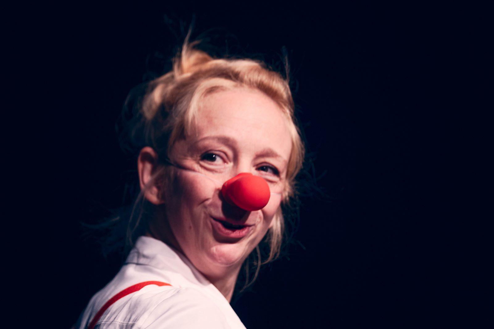 eine Clownin